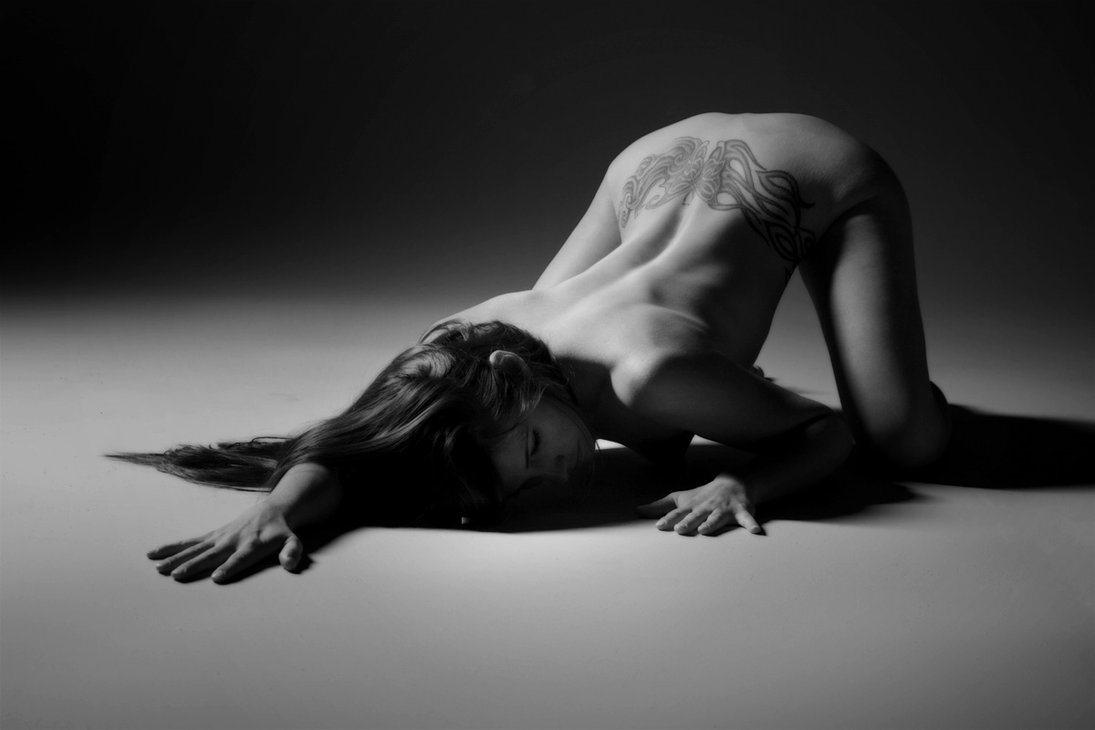 Chica de la semana ¡¡¡¡ dedicado a Yrathiel Yra - Página 10 Kneeling-submissive-to-BDSM-Master